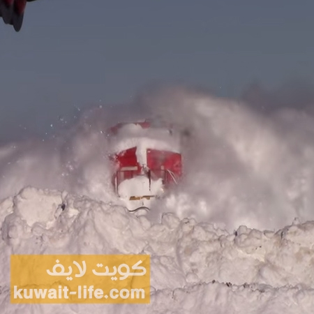 فيديو-القطار-الذي-يكسح-الثلوج-في-طريقه